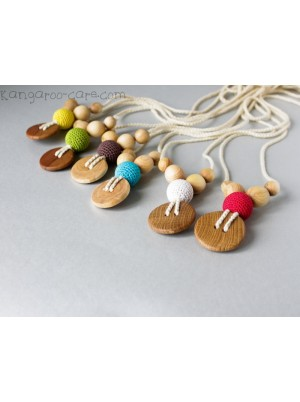 KangarooCare Etno Mama necklace avocado with apple wood button